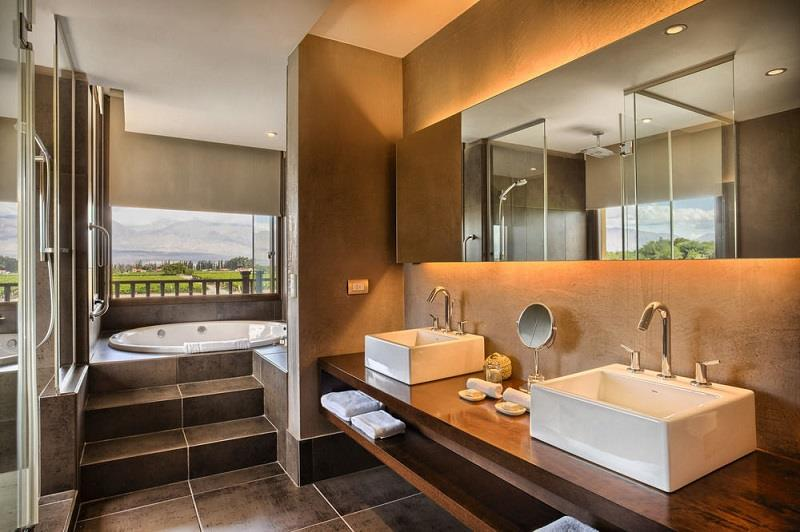 A luxury property outside Cafayate town with a spa and health club, and golf course and many other superb facilities.